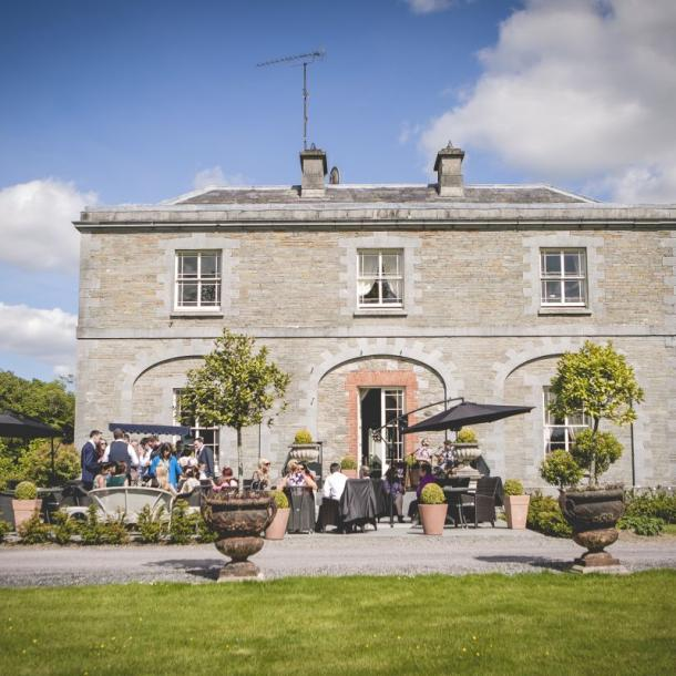 Welcome you guests in style to your Wedding Day. Tankardstown's West Terrace offers the perfect outdoor area for your Wedding reception drinks.